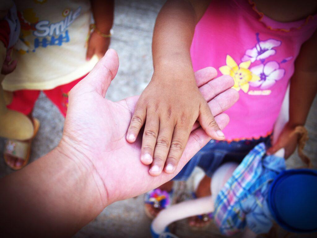 Main, valeurs, enfants